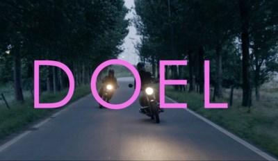 """Deense regisseur maakt documentaire over Doel en zijn laatste bewoners: """"Zo'n plek had ik nog nooit gezien"""""""
