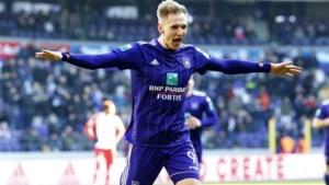 Anderlecht wordt na 4-0 voorsprong ei zo na verrast door Moeskroen maar klaart in extremis de klus