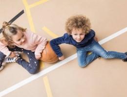Zo blijft de favoriete jeans van je kids langer mooi