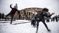 VIDEO. Romeinen genieten van eerste sneeuw in 6 jaar