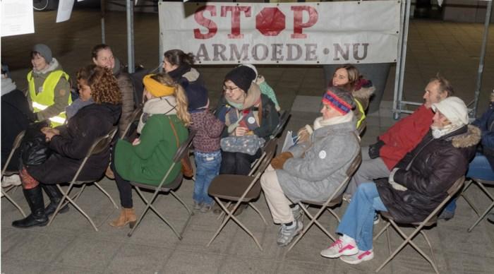Honderd actievoerders vragen aandacht voor armoede bij aanvang Antwerpse gemeenteraad