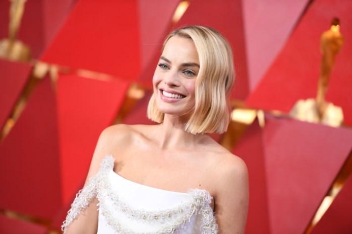 Margot Robbie had een klein ongelukje op de rode loper van de Oscars