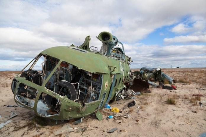 Legerhelikopter die lijk vervoerde crasht: zes doden en veertien gewonden