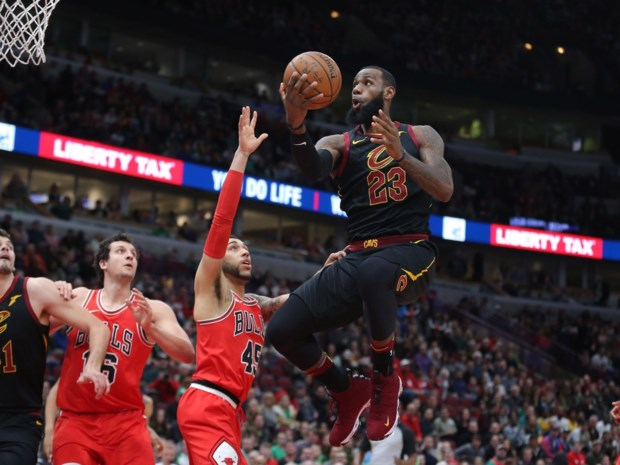 LeBron is on fire: superster loodst Cleveland voorbij Chicago Bulls