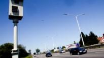 Camera's zorgen voor meer (maar lichtere) ongevallen op kruispunten