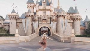 Reisblogster trekt naar Disneyland voor haar verjaardag, maar wat klopt er niet?