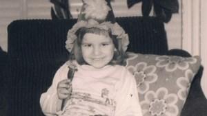 Gluren bij BV's: Herken jij het meisje op deze foto uit de oude doos?