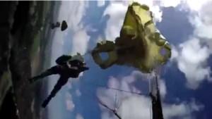 Belgische para's raken verstrikt in parachutes tijdens militaire oefening