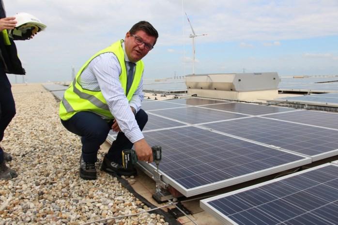 Tommelein trekt 6 miljoen euro uit voor zonnepanelen op waterplassen