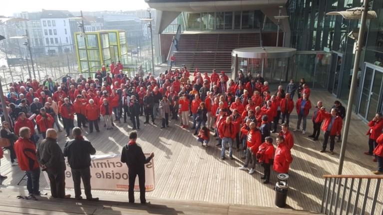 Rechtbank te klein voor vakbondsmensen die vervolgde collega's komen steunen