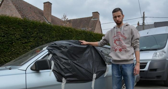 Ruiten van vijf auto's ingeslagen in woonwijk