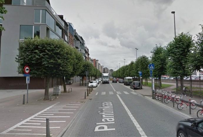 Fietsster gewond na uitwijkmanoeuvre voor groep fietsers