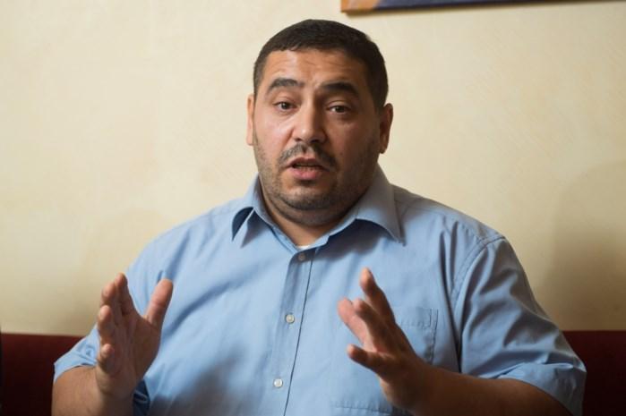 """Oprichter partij Islam weigert journaliste aan te kijken in debat: """"Ik luister naar haar, dat is voldoende"""""""