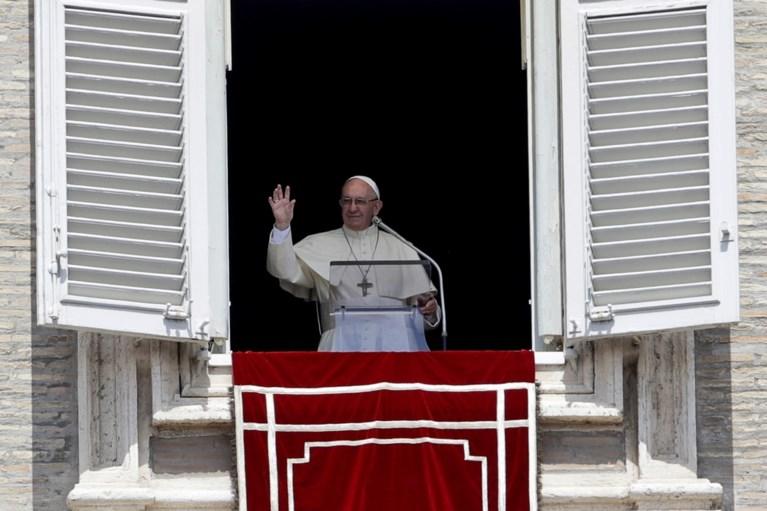 Paus ontmoet drie slachtoffers van Chileense pedofiele priester