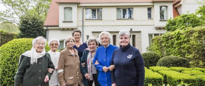 """Bewoners rusthuis De Meibloem leven samen in grote villa: """"Oud worden is plezant, oud zijn niet"""""""