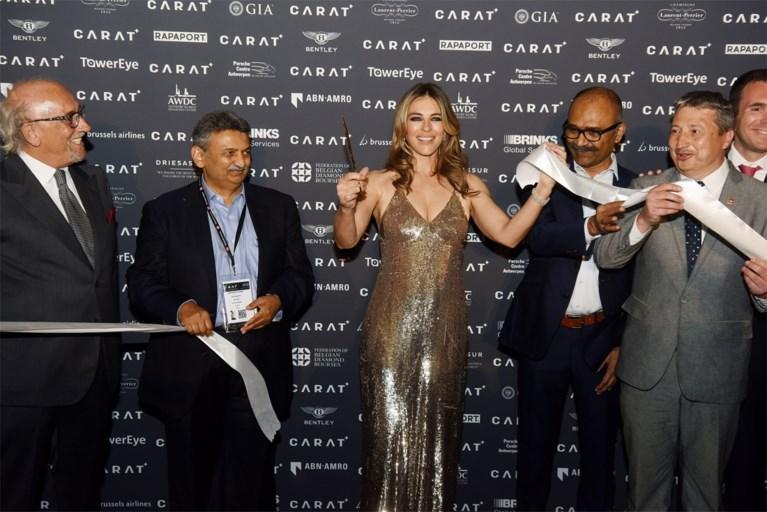 Glitter en glamour in Antwerpen: Brits topmodel en filmster opent diamantbeurs