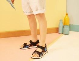 Zo maak je komaf met stinkende sandalen