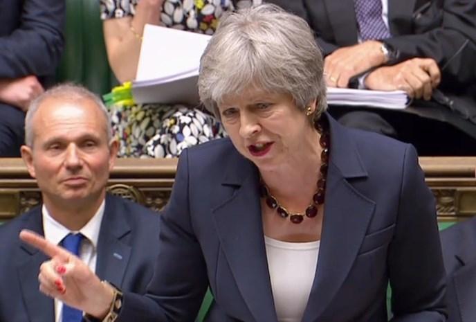 May probeert Britten gerust te stellen na interne kritiek