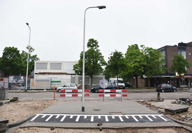 Nederlanders staan voor paal: straat verbreed, maar lantaarnpaal blijft staan