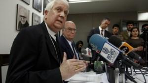 Chileense bisschop schorst 12 priesters wegens sexting met minderjarigen