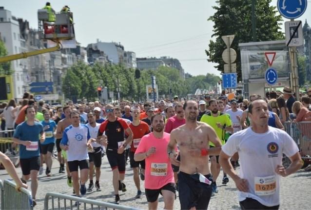 Zondag tot 30 graden: zo overleef je een broeiend hete 20 kilometer door Brussel
