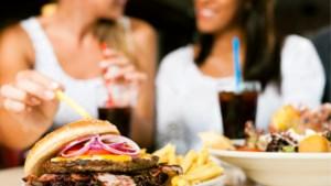 Speelt er luide muziek in restaurants? Dan bestel je ongezonder