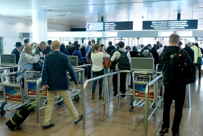 Lepel in onderbroek: Brussels staatssecretaris wil personeel luchthaven inzetten tegen vrouwenbesnijdenis