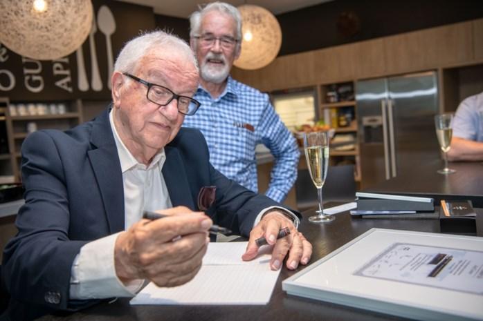 Jozef uit Pulle verzamelt 'schrijfschriftjes' met internationaal succes en krijgt eigen pen