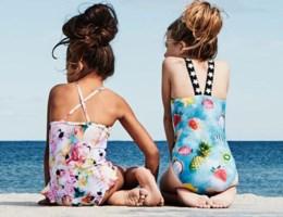 Dit zijn de nieuwste swimwear trends voor je kids