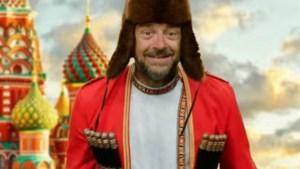 Tom Waes zingt drie woorden Russisch, maar ze zijn alle drie fout