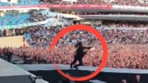 VIDEO. Dave Grohl valt opnieuw van podium… Of toch niet?