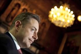 """Tom Meeuws zegt """"medelijden"""" te hebben met De Wever, die laconiek reageert: """"Hij zou beter iets zinnigs zeggen"""""""
