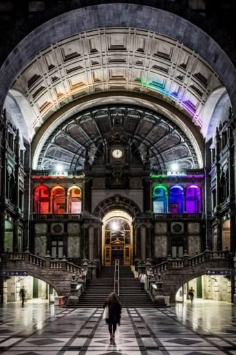 Antwerpen ontwaakt in kleuren van regenboog