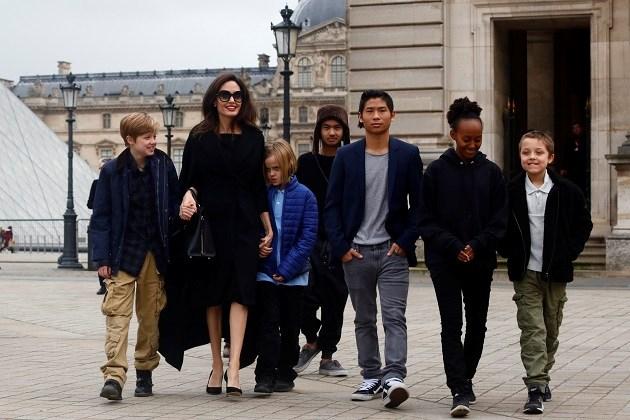 Angelina Jolie moet Brad Pitt meer tijd geven met de kinderen