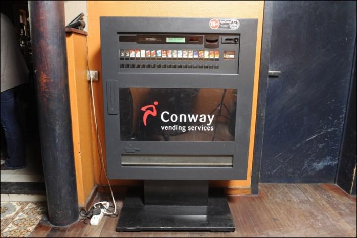 DISCUSSIE. Jongeren raken op café te makkelijk aan sigaretten: gaat een verbod op tabaksautomaten dat verhelpen?