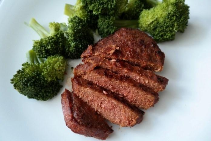 Deze steak lijkt net echt, maar toch komt er geen gram vlees aan te pas
