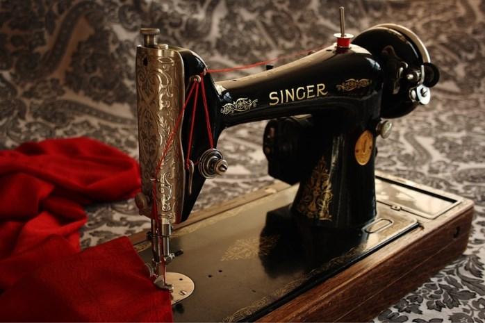 Belgische krakers vinden fortuin in oude naaimachine, maar moeten 'schat' teruggeven