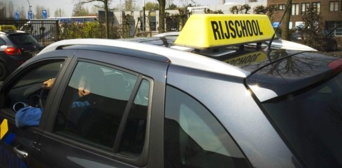 Drie jaar cel met uitstel voor vrouw die honderden mensen onterecht voorlopig rijbewijs bezorgde
