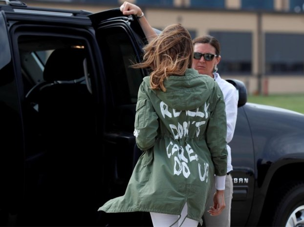First Lady trekt aandacht naar zich toe met outfit