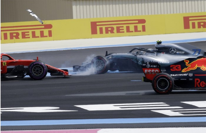 Sebastian Vettel excuseert zich na crash in GP van Frankrijk
