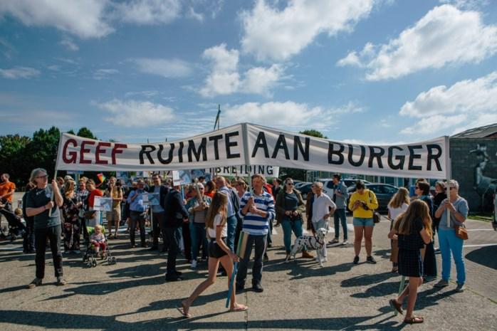 """200 actievoerders marcheren voor sluiting luchthaven: """"Stop de geheime uitbreidingsplannen"""""""
