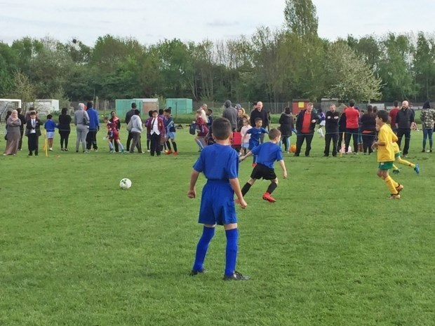 DISCUSSIE. Vindt u het organiseren van een 'fair play-event' een goede oplossing? Of hoe moeten voetbalouders die op de vuist gaan gestraft worden?