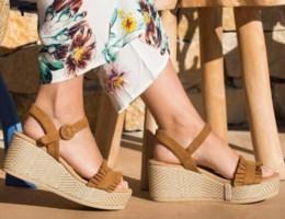 Deze sandalen laten je benen slanker lijken