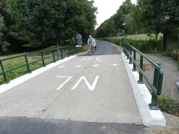 Nieuwe brug duidt de grens  tussen België en Nederland aan