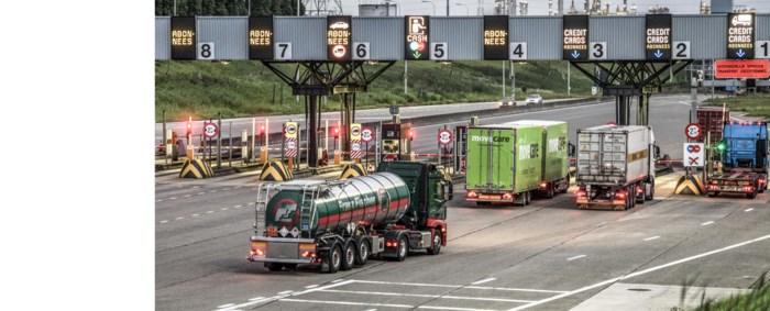 Urenlang chaos in Waaslandhaven nadat chauffeur signalisatieborden opzij zet