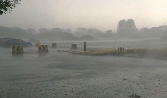 Hevig onweer rond Antwerpen: plaatselijk zware regen en windstoten, overlast in Kennedytunnel