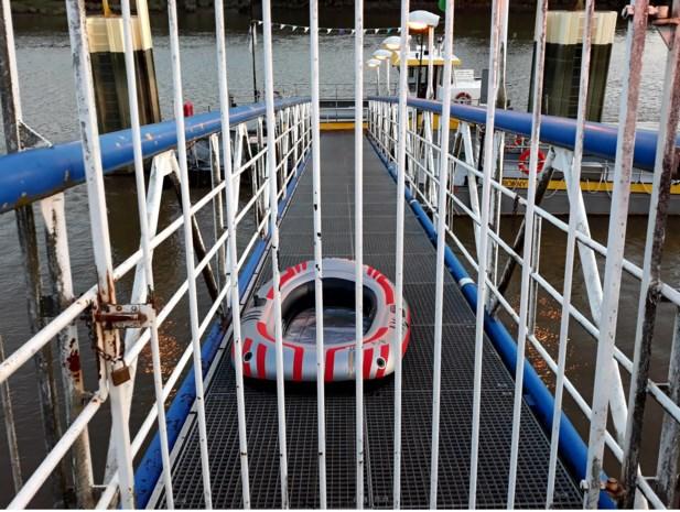 Tieners in rubberbootje raken  in moeilijkheden op de Schelde