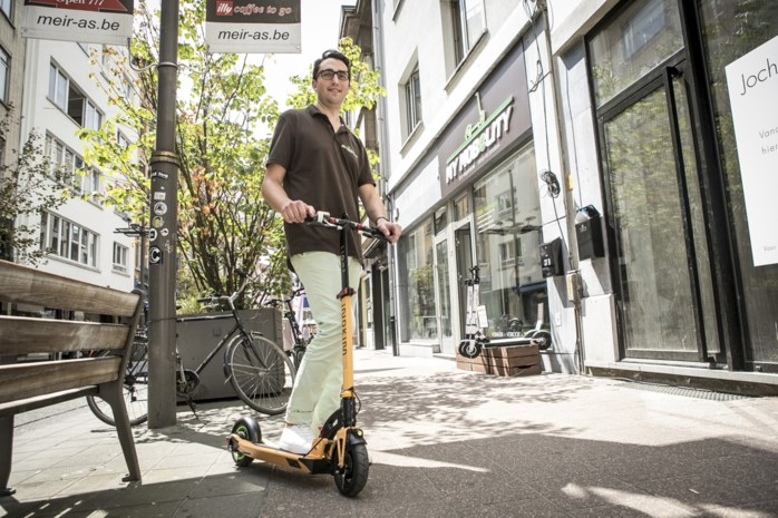 """Antwerpse winkel verkoopt elektronische steps: """"Geen speelgoed maar volwaardig vervoersmiddel"""""""