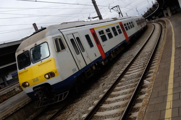 Treinverkeer tussen Mechelen en Willebroek enkele uren onderbroken door schade aan bovenleiding
