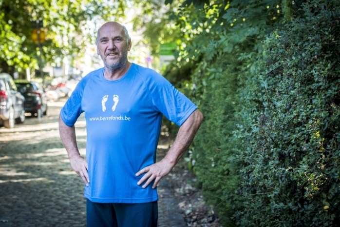 """Roger (67) wandelt Dodentocht ter ere van overleden kleindochtertje: """"Elke stap is voor Annabelle"""""""